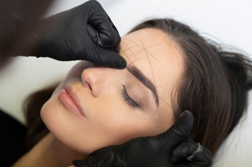 The Brow Clinic permanente makeup PMU eyeliner tatoeëren Breda (Ease schoonheidssalon & Mrs Brow)